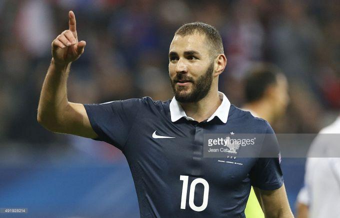 само себе, игроки сборной франции потлерживают бензема термобелья Craft Baselayer