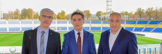 """""""Afsona N17. Valeriy Xarlamov"""" kitobi muallifi """"Paxtakor"""" klubi mehmoni bo'ldi"""