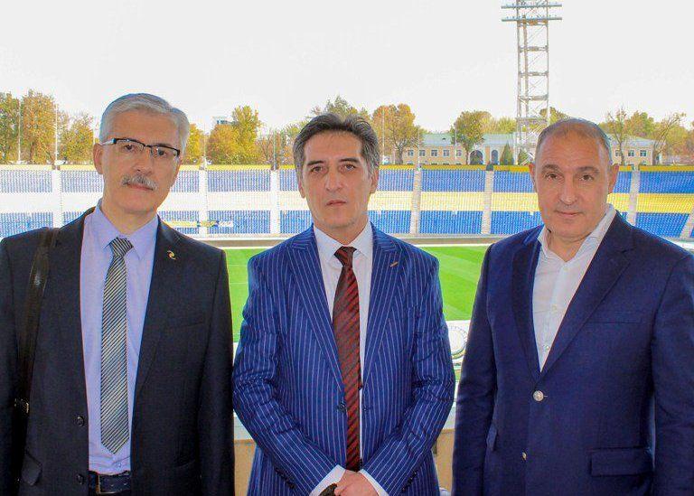 """""""Afsona N17. Valeriy Xarlamov"""" kitobi muallifi """"Paxtakor"""" klubi mehmoni bo'ldi- uzfifa.net."""