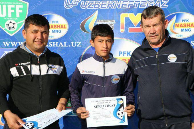 """""""Mashal"""": """"Bolalar va o'smirlar futbol maktabi"""" bitiruvchilariga sertifikatlar topshirildi"""