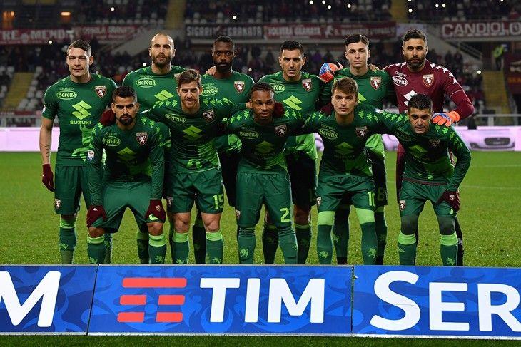 """""""Torino"""" futbolchilari aviahalokatga uchragan """"SHapekoense"""" formasida maydonga tushishdi FOTO- uzfifa.net."""