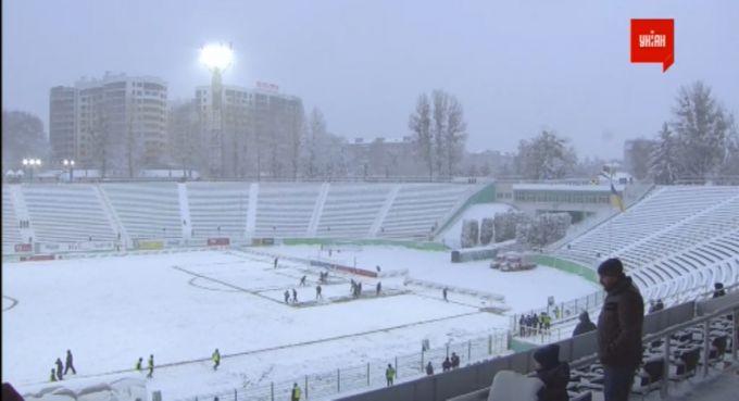 Ukraina chempionati o'yini kuchli qor tufayli to'xtab qoldi FOTO