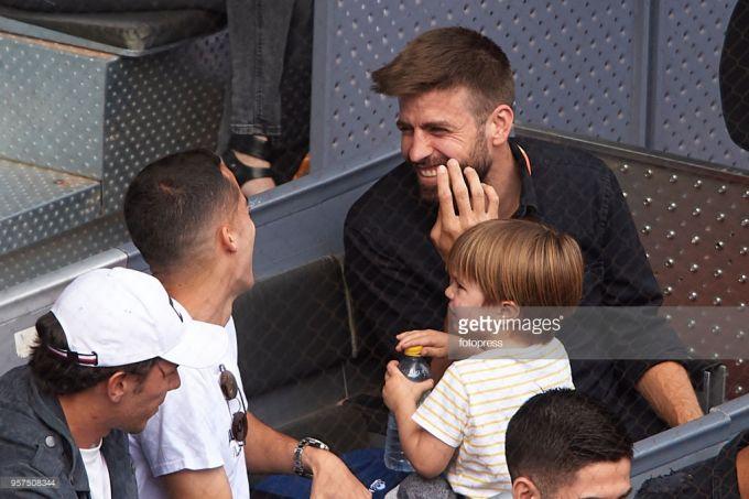 """Bir hafta oldin janjallashgan """"Real"""" va """"Barselona"""" futbolchilari, kecha tribunada kulishib o'tirishdi (+FOTO)"""