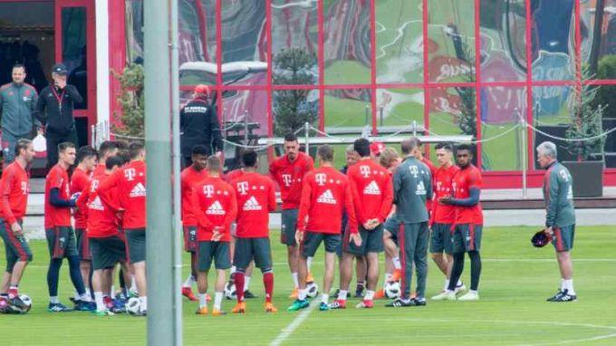 """""""Bavariya"""" futbolchisi terma jamoaga chaqirilmagani uchun mashg'ulotda yig'ladi"""