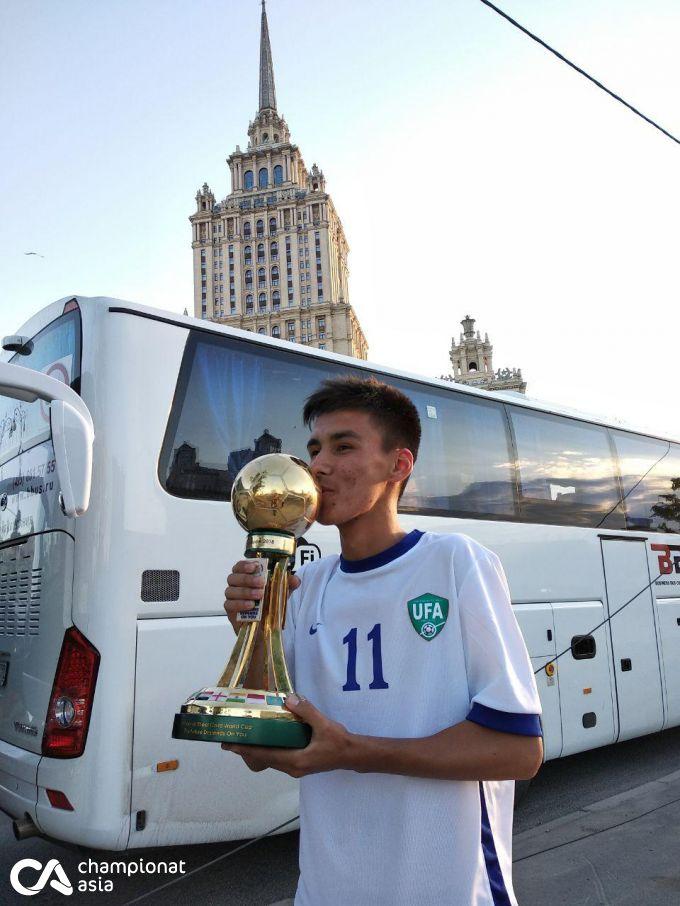 O'zbekiston yutgan Jahon kubogi Moskva ko'chalarini aylanmoqda FOTO
