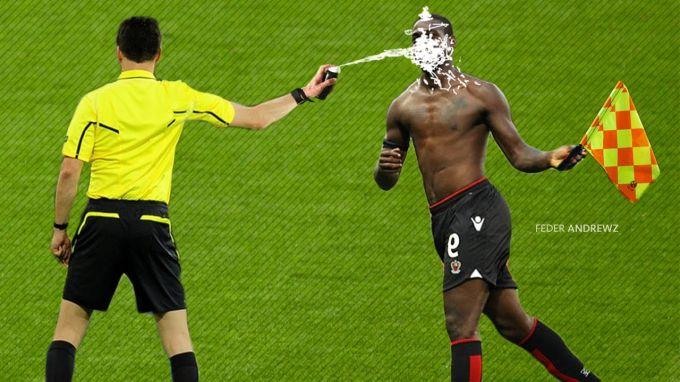 """Hakam futbolchini """"bejab"""" qo'ydi. Spreyga bog'liq qiziq voqealar (VIDEO)"""