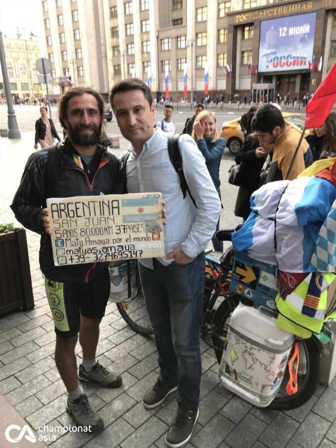 Argentinalik muxlis Rossiyaga velosipedda 80 000 km yo'l bosib keldi FOTO