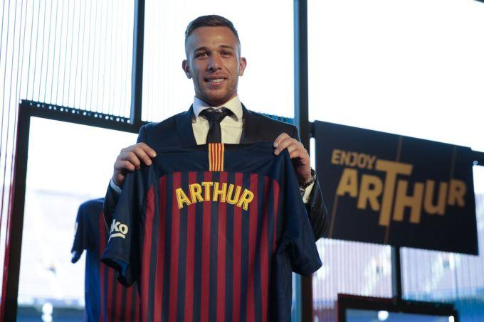 """Barselona"" Arturni tanishtirdi FOTO"