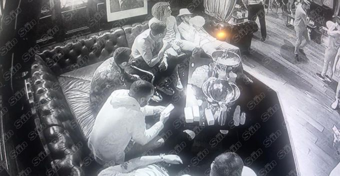 """""""Arsenal"""" futbolchilari tungi klubda azot oksidini yutishgan ekan (+FOTO)"""