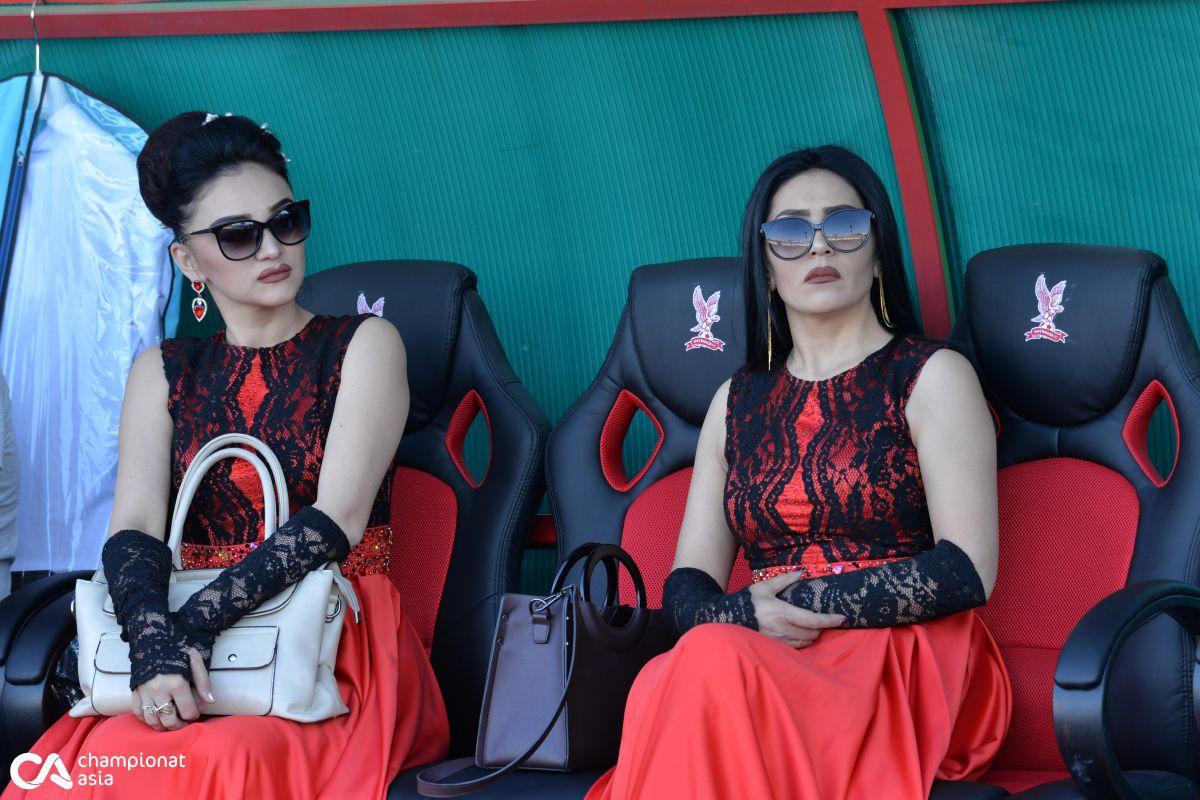 """Foto            CHempionlik yo'lakchasidan yurishga majbur etadigan fantastik muxlislarga ega - """"Navbahor"""" o'z uyiga qaytdi"""
