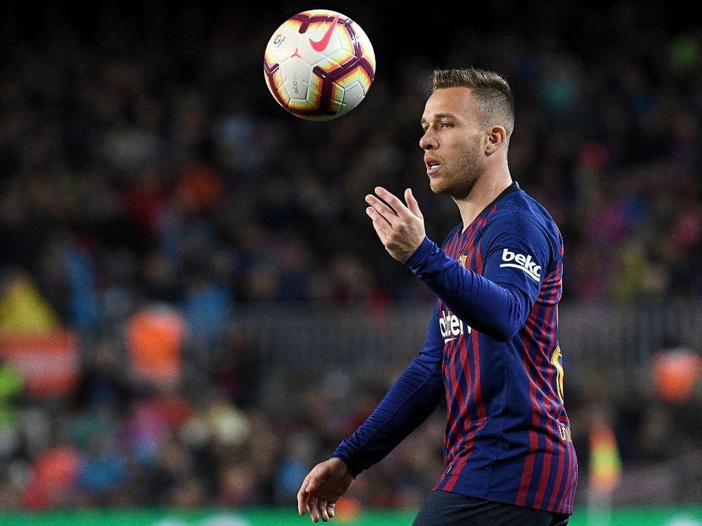 """""""Barselona"""" futbolchilarining tovon pullari qancha? (batafsil)"""
