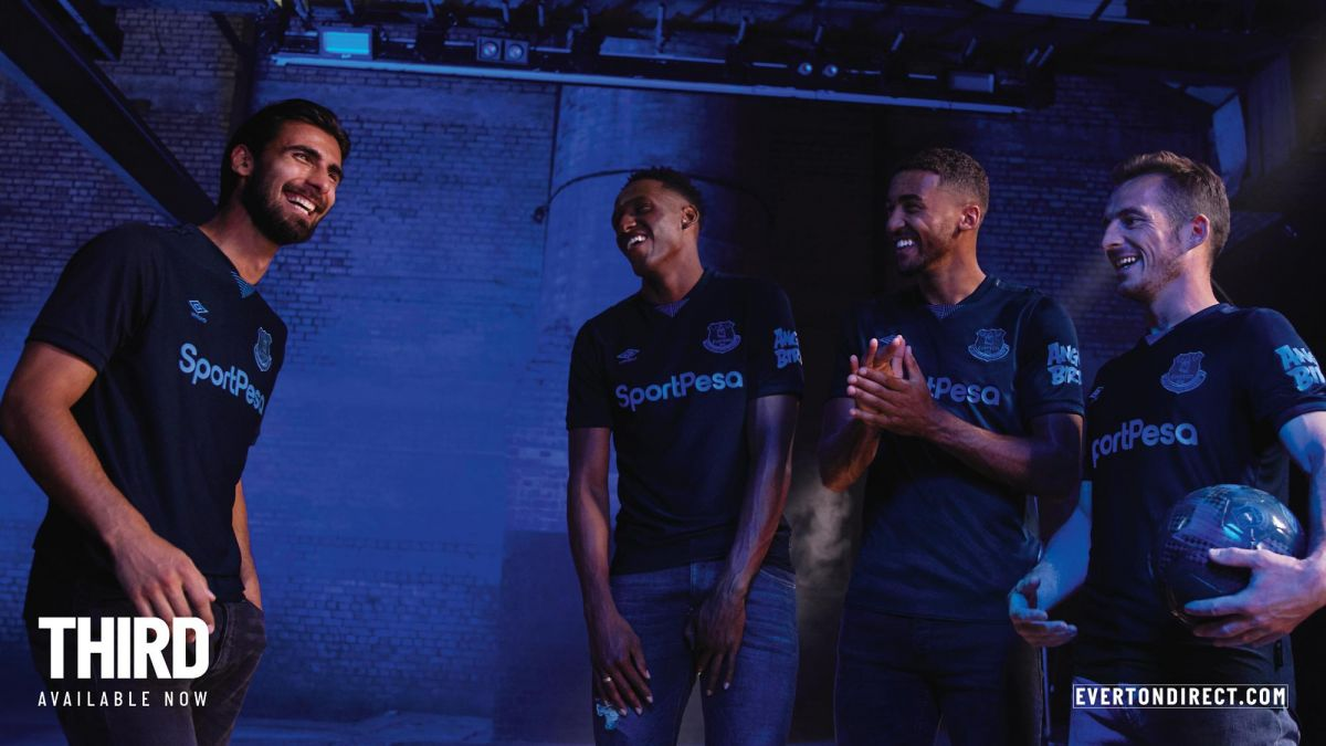 """Foto            """"Everton""""ning 2019/20 yilgi mavsum uchun uchinchi liboslari bilan tanishing"""
