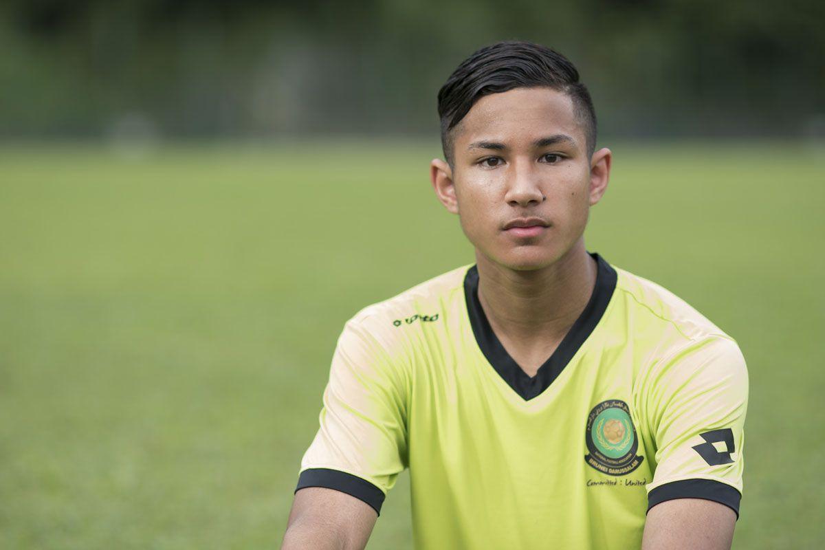 Dunyoning eng boy futbolchisi Lester Siti klubi yoshlar jamoasida o'ynashidan xabaringiz bormi?